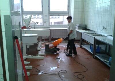 Strojové mytí podlah - kuchyně
